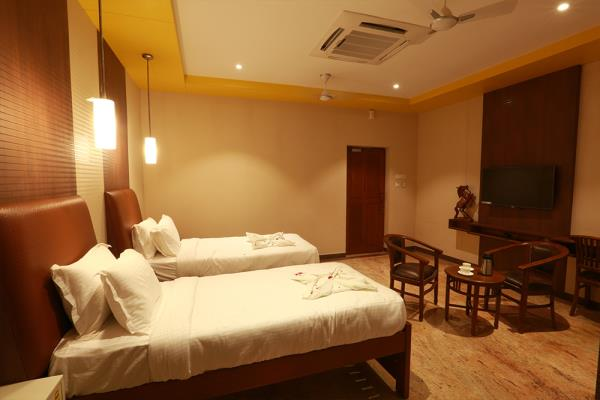 Budget Hotels in Kumbakonam  We are one of the Leading Budget Hotels in Kumbakonam and its near to all Navagraha Temples.   For your booking contact: 0435 2481700  - by Mayapuri Amira, Kumbakonam