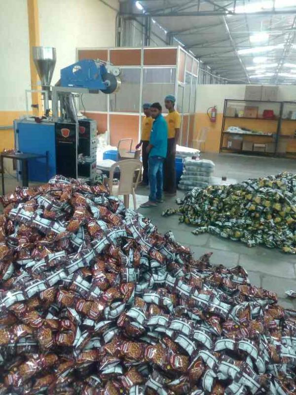 Kurkura packing machine  10gm to 100gm  40 pouch per minute  Pneumatic machine  Nitrogen filling  Batch cutting  Central sealing  - by Value Pack Machinery, Hyderabad