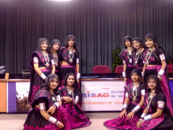 GUJARAT SPECIAL GARBA:  SURTAAL Performing Art providing you step up dance for gujarati garba with easy and different steps. we have best dance crew in ahmedabad and winners in best garba and folk dance.  www.surtaalperformingart.org - by Nachlee Dance Academy, Ahmedabad