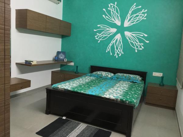 A  modern bedroom - by Design Loop, Chennai
