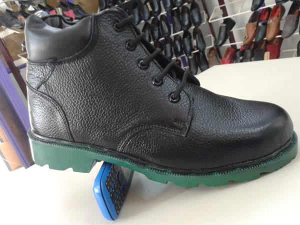 this shoe has really good nitrile sole. capable of heat resistance. long lasting and strong shoe. - by BOOTS INDIA 9841060586, Chennai