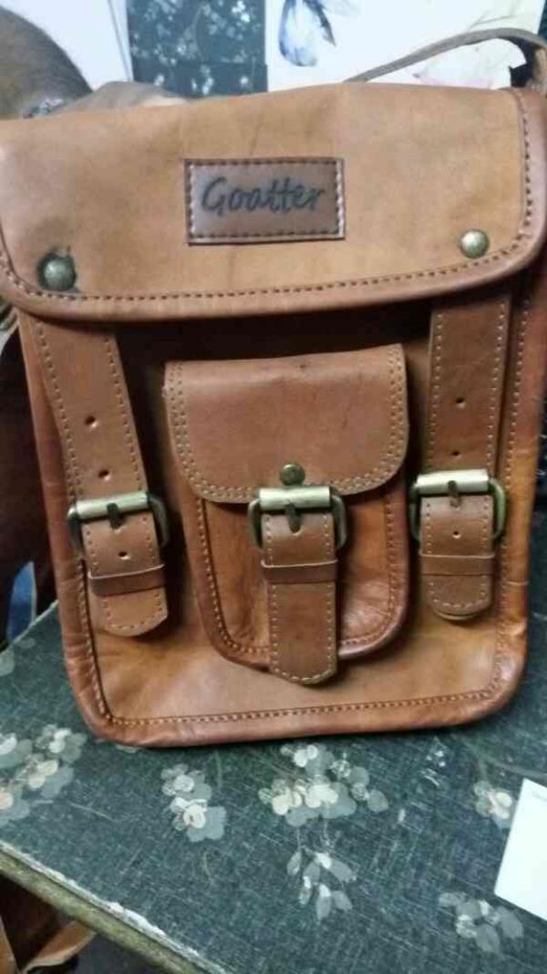 vintage leather  messenger bag in Jaipur Rajasthan India - by Hukart, Jaipur