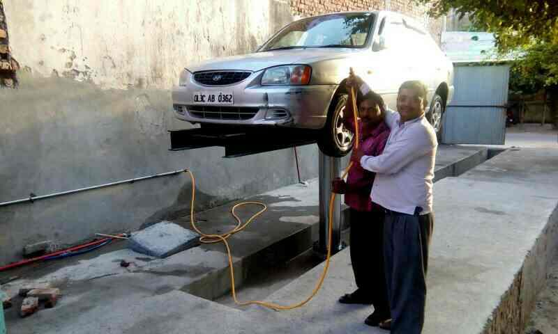 hydraulic hoist for washing cars  - by Amfos International, Delhi