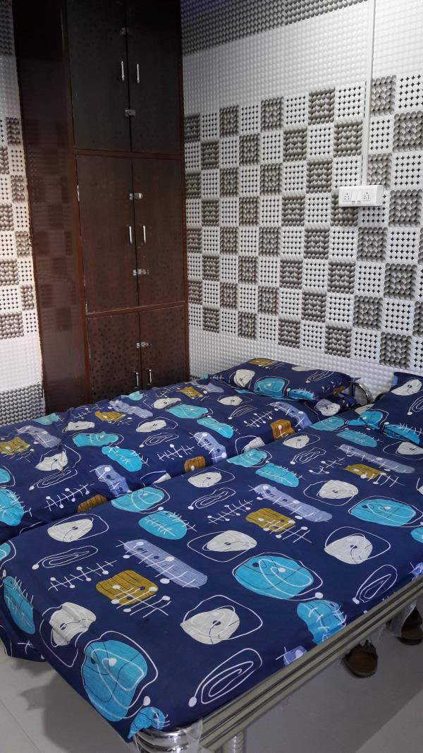 Shivam Hostel is Boys Hostel with All Facility's like Food , WI FI , Personnel  Badsheet and we gives homelly Environment to all Boys in Rajkot. - by Shivam Hostel, Rajkot