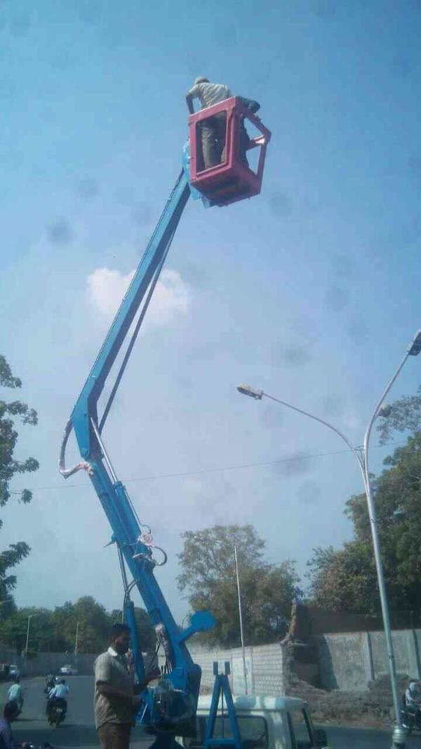 manufacture if hudraulic sky lift and auto truly and tractore truli in ahmedabad. - by Tasmur, Ahmedabad