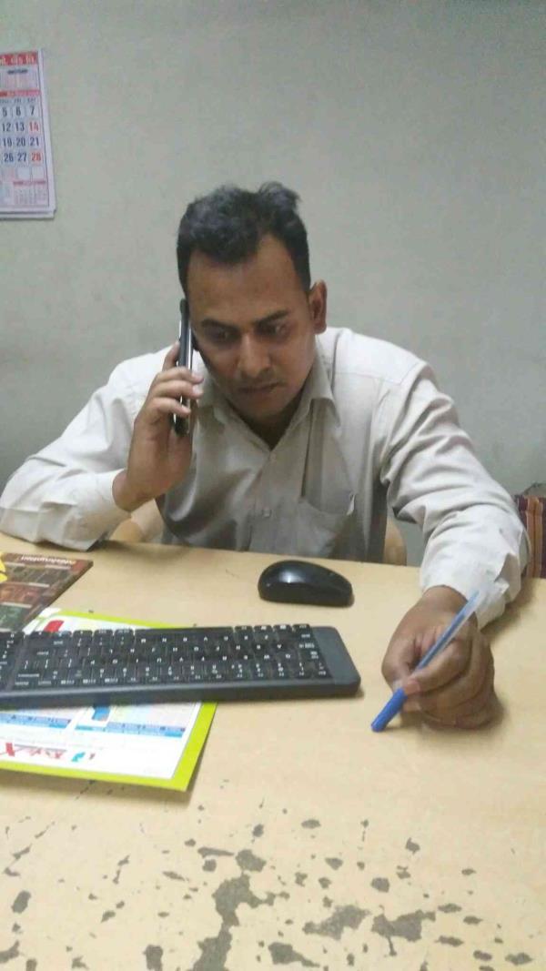 given me demo Mr. Manish Sharma - by Toolex Machine Tools Pvt Ltd/ Max India, Ahmedabad