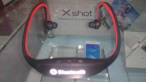 Bluetooth Headset!!! Green / Red  Compatible with all the android / non android phones (Phone should have Bluetooth provision)  Check the price @ Sana Mobiles, Opp to LDC College - Narimedu, Madurai - 625002 - by Sana Boutique, Madurai