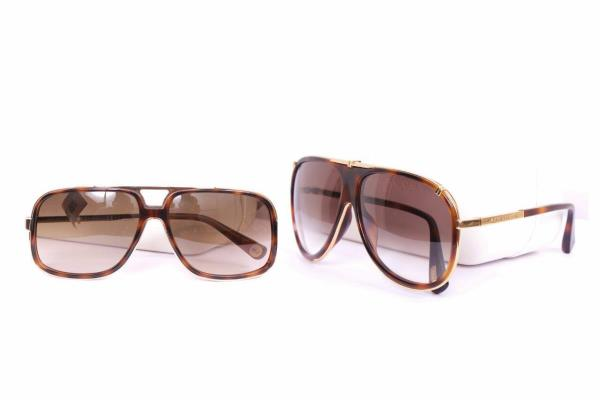 KAPOOR OPTICAL ....!!!! CHANDIGARH BEST OPTICAL STORE   Sells on-line and offline eye glasses, sunglasses, contact lenses and complete solution for your eye wear. We are specialized in Branded eye frames, stylish sun glasses, contact lenses - by Optical Company, Chandigarh