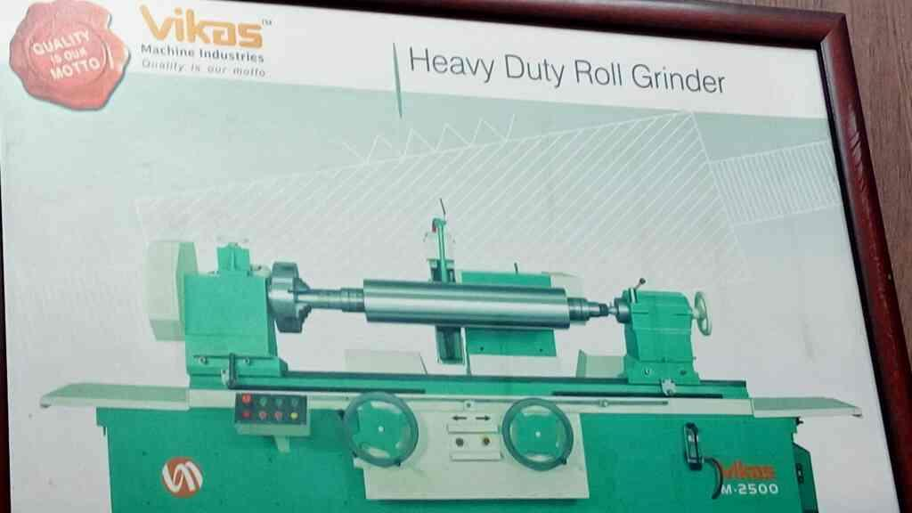 We are leading manufacturer of Heavy Duty Roll Grinder - by Vikas Machine, Ahmedabad