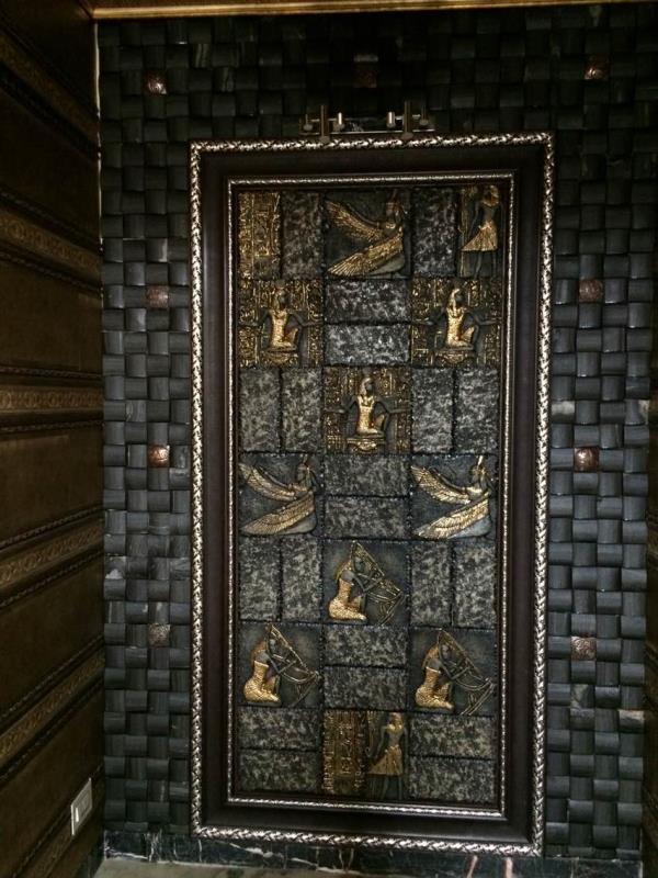 A Grand entrance made using natural wood, interior mouldings and mosaic - by MARIA DECOR, Greater Mumbai