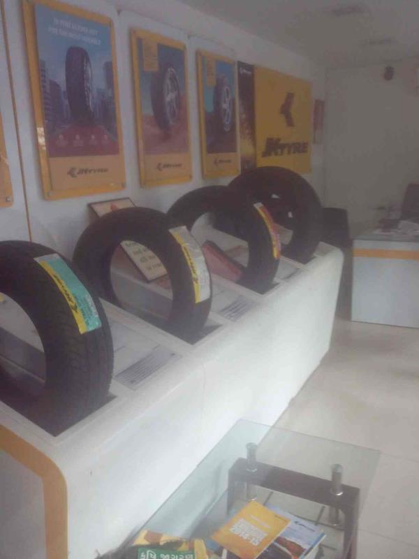 We are one of the leading supplier of all kinds of tyres and services as a large amount of dealers are with us. - by Metro Tyres, Ahmedabd