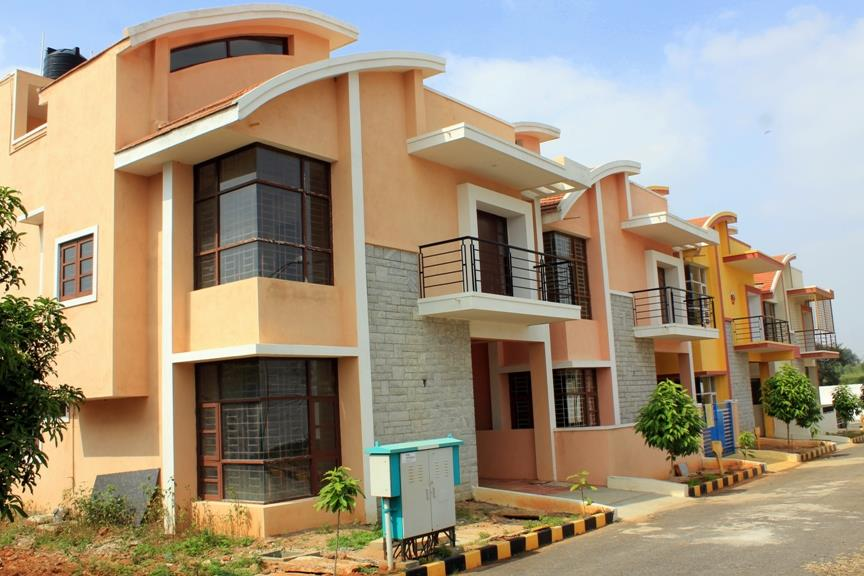 Villa plots starting from 19.20L onwards, Villas starting from 55L onwards. Near E-city with luxury amenities.   www.jrhousing.com - by JR Housing Developers Pvt. Ltd., Bangalore