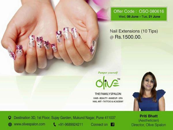At Olive Spalon we have the most skilled nail art designers in Pune. Our professionals are skilled at making the minutest of designs on your nails. We also use unique embellishments so that your nail art is one of the best nail arts in Pune - by Olive Spalon, Pune