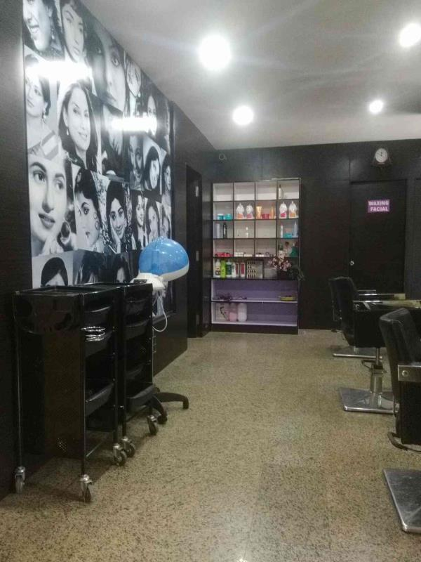 best beauty and hair saloon in Bangalore - by Hair Replacement Bangalore, Bangalore