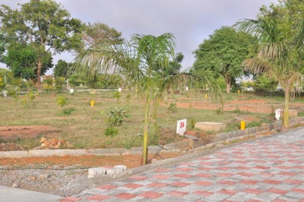 Shanti Niketan is the second project of Bizpro Properties Pvt. Ltd. It is a fully developed DTCP approved layout spread across 15  acres of pristine green expanse offering various plot sizes to choose from i.e. 30x50, 40x50 etc. The rate pe - by GOLDEN MILE, kagganoor