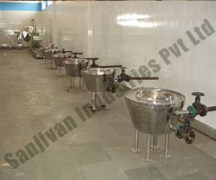 Manufacturere Of Namkeen Bhujia Plant In Vasai  We are a fast growing manufacturer and supplier of namkeen bhujia plant or kadai. These namkeen bhujia plant are made from superior grade of components with latest technology. Our range of mac - by Sanjivan Industries pvt ltd, Vasai