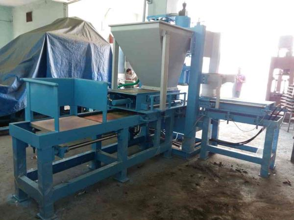 High quality fly ash brick making machine manufacturer in Morbi - by RACHANA HYDRAULIC AND ENGINEERING, Behind 7 Lati Plot, Moon Nagar Chowk, Morbi
