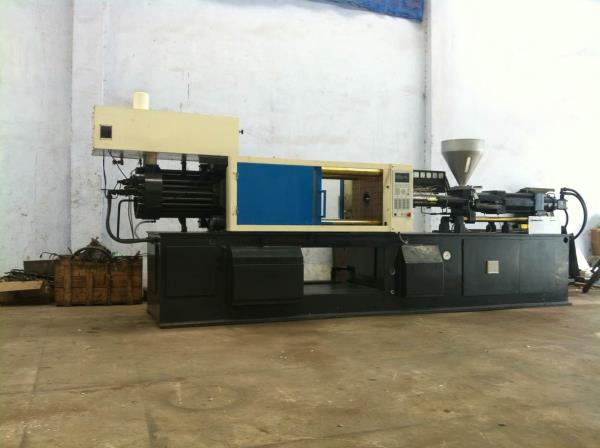 Injection moulding machine  - by Shri Krishna Enterprises , Ahmadabad