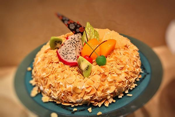 Online New Year Cake in Moti Bagh Delhi. Online marriage anniversary cake in Moti Bagh Delhi.  Looking for a delicious cake in Delhi, or want to send flowers to Delhi? Wish A Cupcake offers premium quality cakes and flowers delivered to you - by Chocolate Temptation +91-9871119902, New Delhi