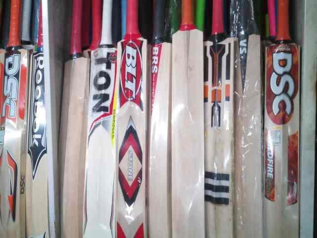 we are supplier of cricket bats in rajkot - by Haoozat Sport Corner , Rajkot