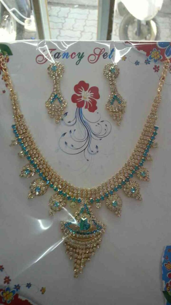 We are manufacturers of imitation diamond set necklace in rajkot - by Shree Nilkanth Sales, Rajkot