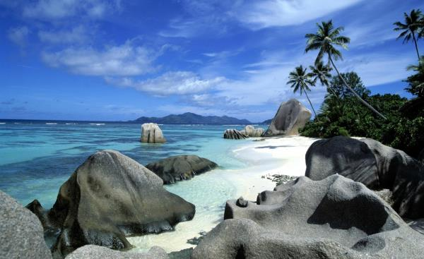 Explore Havelock- Sunny, unique and unspoiled, the World's Most Idyllic Islands are thousands of miles of pristine white sand beaches, fabulous coral gardens and azure lagoons.   Visit Andamans through ExpressEarth!!!  http://expressearth.c - by ExpressEarth, Ghaziabad