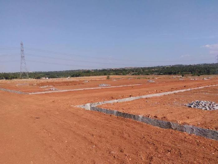 Sites at 749 by BSNL Employee welfare society.  Location:   Taverekere near Metipalya , Off Magadi Road Bangalore North, Connectivity to heart of the city & also to the major highways.(Bangalore - Mysore highway & bangalore - Tumkur highway - by Mastambika  Sai Developers, Bangalore