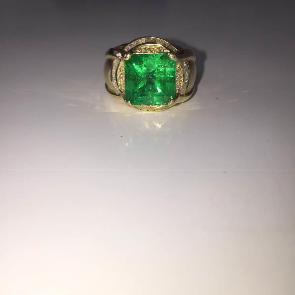 Beautiful Colombian Emerald Diamond Ring   - by Rajiv Shah, Jaipur