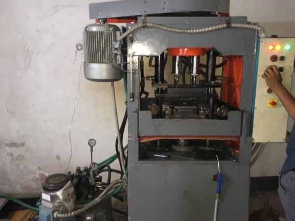 We are manufacturer of special purpose machine in rajkot - by Maruti Machine Tools , Rajkot