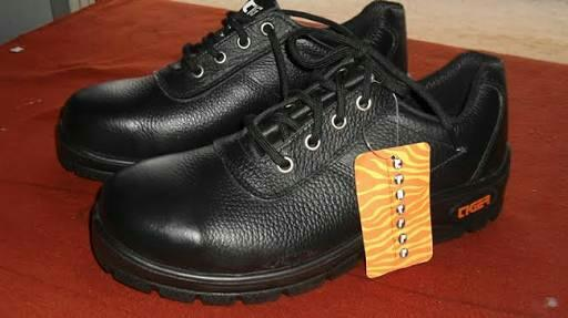 Buy safety shoes brands Allen cooper safety shoes Tiger safety shoes  Safari Pro safety shoes  Concorde safety shoes @ Source India Shoes Noida  - by SAFETY SHOES MANUFACTURERS      Call us @ 9990848984, Gautam Buddh Nagar