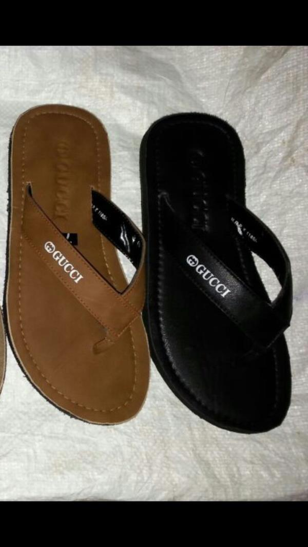 Leather sleepers available in yashwante shoes, jalna - by Yashwante Shoe Palace & Sports, Jalna