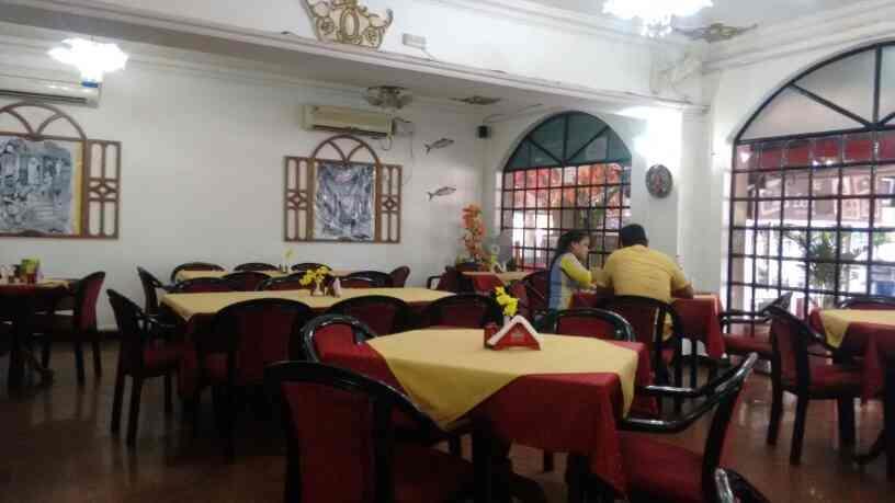 Multi-cuisine family restaurant in Verna - by Leonoras Motel, Verna