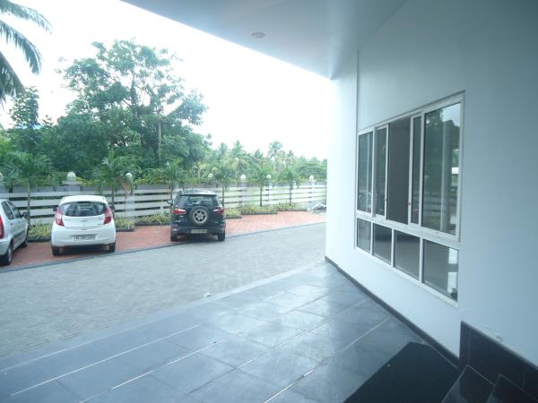 Excellent residential house at Eroor. Located in a prime residential area. All facilities available and easy access to main road. For further details Call Joseph - 9947854006 - by Plots In Kochi, Ernakulam
