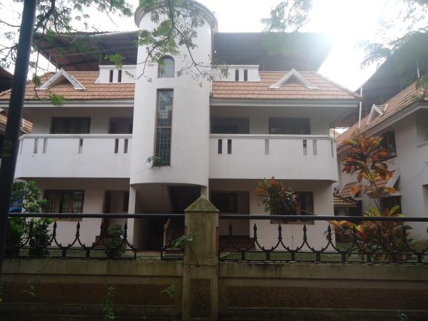 Good residential flat ina prime location for SALE..!! 1200 sq.ft. 3BHK apartment located in a gated community for SALE.. All facilities available. Cost Rs. 45 lacs. For further details call Joseph - 9947854006 - by Plots In Kochi, Ernakulam