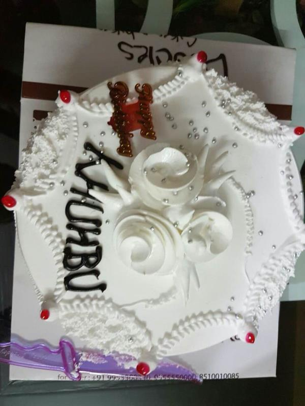 White vanilla cake easily available in all nearby store of delhi location  - by Khushbu bakery, New Delhi