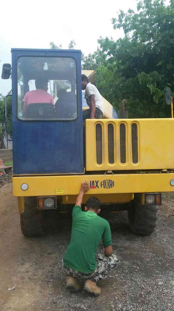 Self loaded concrete mixer .... well maintained - by Rahi Enterprise, Ahmedabad