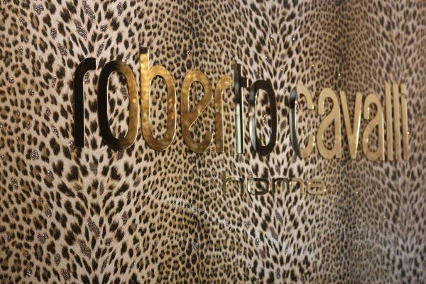 Roberto Cavalli wallpapers Blumeranie wallpapers Valentin yudhashkin wallpaper ESEDRA LUSSO TEKKO ADI EMILIANA DECORI AND DECORI   We import all italy made wallpapers and our making dealers all around India .please contact us on our phone or email address and visit our website www.arihantdesign.in