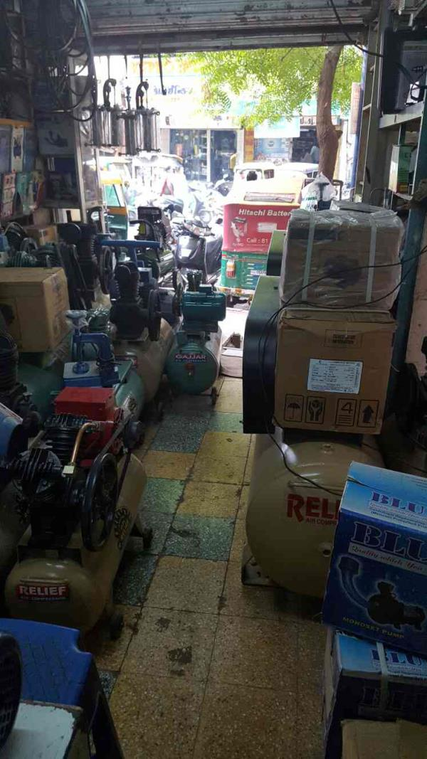 We are the manufacturer of Air compressor in Ahmedabad city of Gujarat state  Contact Mr. Jitendra Malani :: +91-9825373696 - by Shree Relief Engineering, Ahmedabad