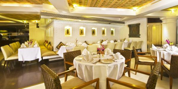 The Best 4 Star Hotels in Sakinaka, Andheri East Mumbai  For More Info visit at www.peninsulagrand.in  Peninsula Grand is one of the best 4 Star Hotels in Mumbai features 81 rooms including Suites. Peninsula Grand is Luxury Hotels In Mumbai - by Peninsula Grand Hotel, Mumbai Suburban