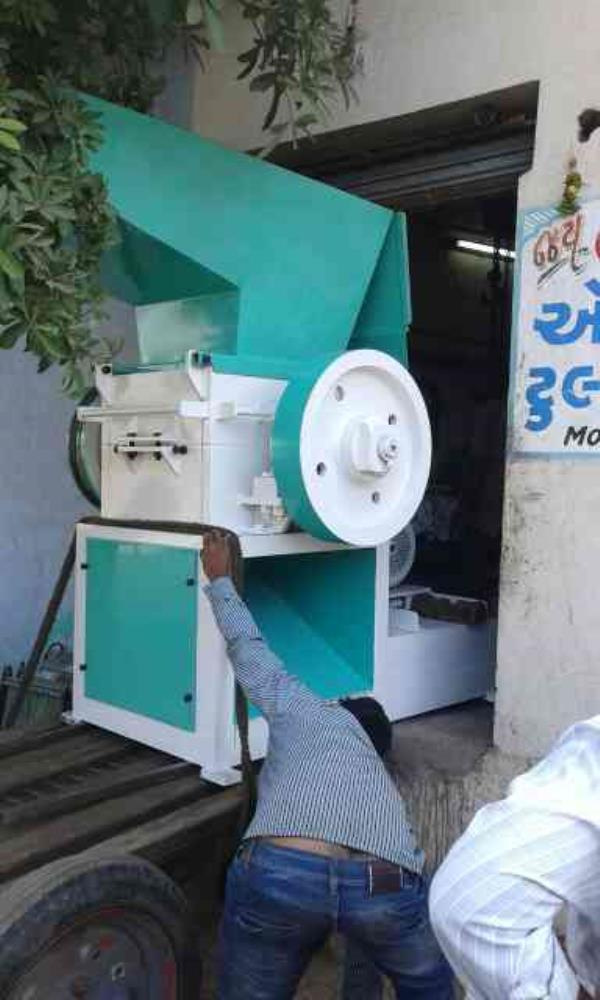 "We are manufacturer of plastic scrap grinder in Gujarat. We are dealing in major cities like Delhi, Kolkata.  Product size 21"" - by Jay Vachhraj Engineering , Rajkot"