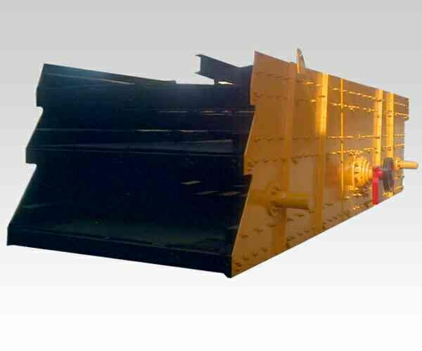 Vibrating Screen:  Screening is the most common device for grading material in different sizes as required. Some of the required grading goes out with the material of unrequited size the lesser proportion, the more efficient the screening.  - by Picson Construction Equipments Pvt Ltd, por