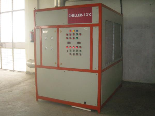 We are leading manufacturer of Chiller in India. We deal in Ammonia Chiller, Freon Chiller, Brine chiller, Water chillers, air chiller, Water cooled chiller and air cooled chiller.  For more information: http://www.airtechcool.com/