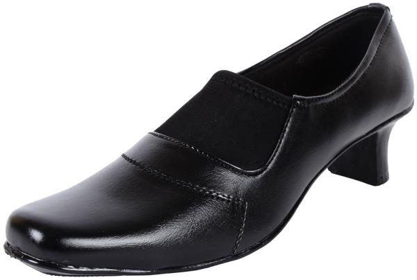 Ladies Shoes Online  A Lady falls in love many a times and her fantastic affair is with her Shoes.  Trendy Ladies Shoes Online by Ethnoware.com in association with Cartfilter.com - by EthnoWare - www.ethnoware.com, Bangalore