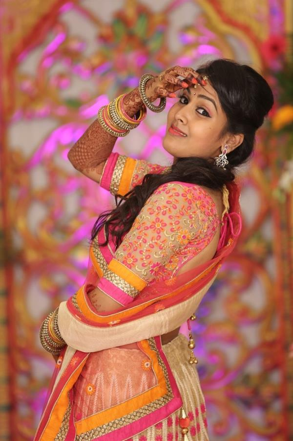 Meet your bridal makeup artist in person  After hiring a wedding makeup professional you cannot go back on it. So, before choosing a bridal makeup artist try and meet the artist you have shortlisted for  trial run.  Share your requirements and thoughts, have a look on beauty products they offer or in order to sit down and talk through the look that you want to achieve on the day, and see examples of their wedding makeup work.