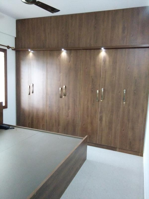 wardrobe finished with ply laminate master bed room by  V Zone interiors  - by Vzoneinteriors, Bangalore