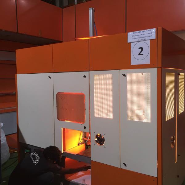Automatic PET Stretch Blowing Machine