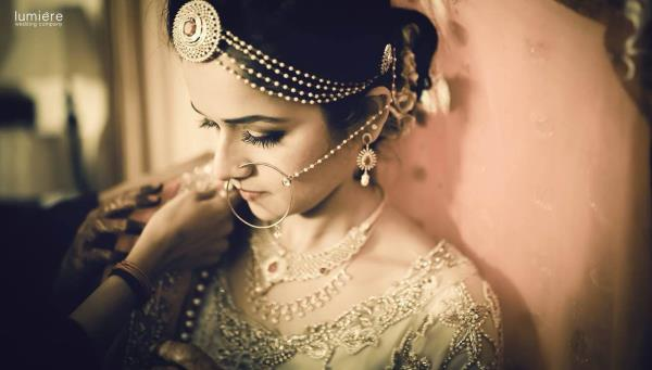 Gorgeous brides always takes the crowd by storm. Dont they ?!? - by Lumiere Wedding Company, Ernakulam
