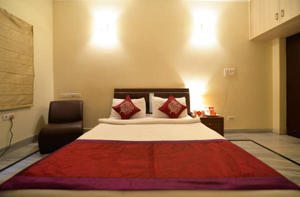 Elegantly appointed rooms & with all amenities like  24 Hour Power Backup, WI-FI connectivity for instant Internet access, AC, Mini Fridge, Tata SkyCable TV equipped  Internet and Fax service, newspaper service.  Housekeeping, Laundry & dry - by Gardenia Service Apartments, Hyderabad