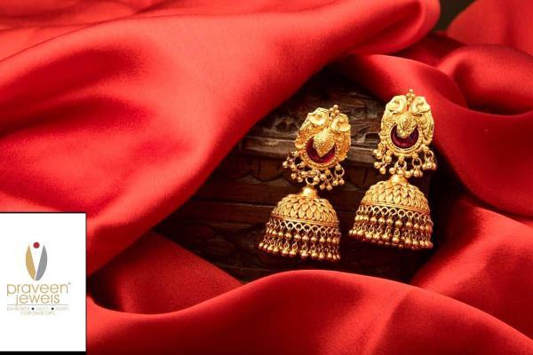 Feel the essence of gold jumka At praveen jewels ❤️❤️😊