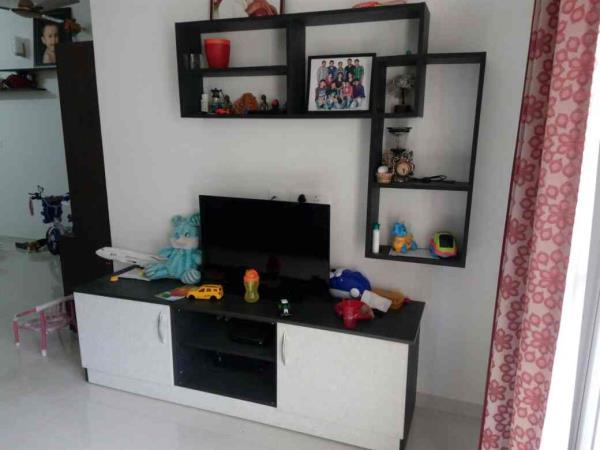 modern TV unit - by Vsquare Interior Design pvt ltd, Bangalore